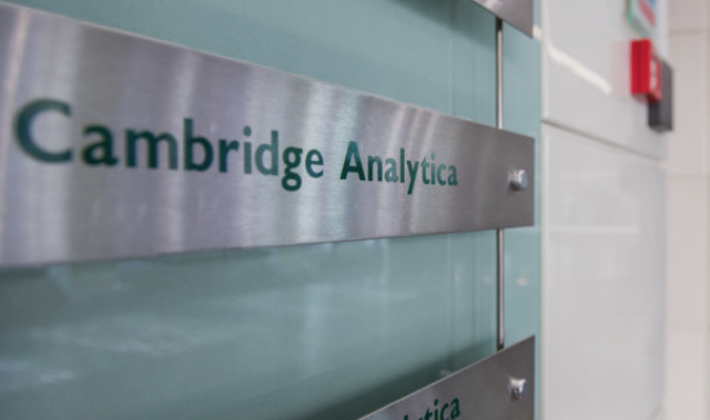 Cambridge Analytica a murit. Trăiască Cambridge Analytica!