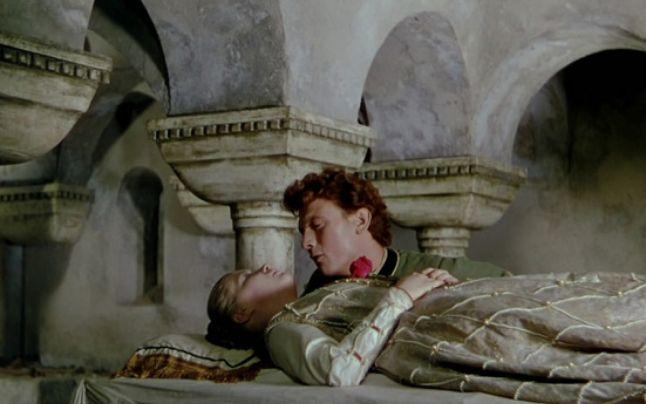 Viralul zilei: Romeo și Julieta de Târgu Neamț. Bătaie ca-n filme între două clanuri rivale