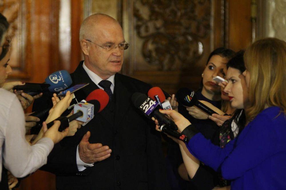 """Reversul proverbului """"vorba dulce mult aduce"""": un politician, ignorat complet de jurnaliști"""