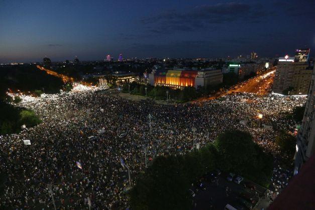 """Declarații ale oamenilor media care au participat la protest: """"A fost cea mai grea seară a mea de cetăţean român."""""""