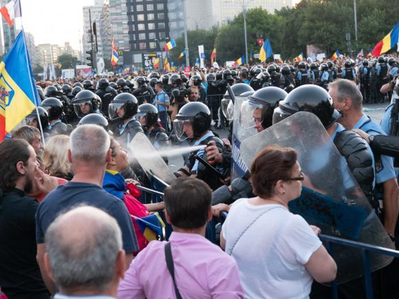 Poți și tu să fii un jandarm care apără DEMOCRAȚIA. Un blog românesc propune o poveste interactivă