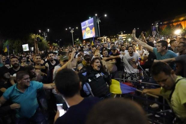 Cum a fost folosit cazul femeii-jandarm bătute la protest pentru manipularea opiniei publice