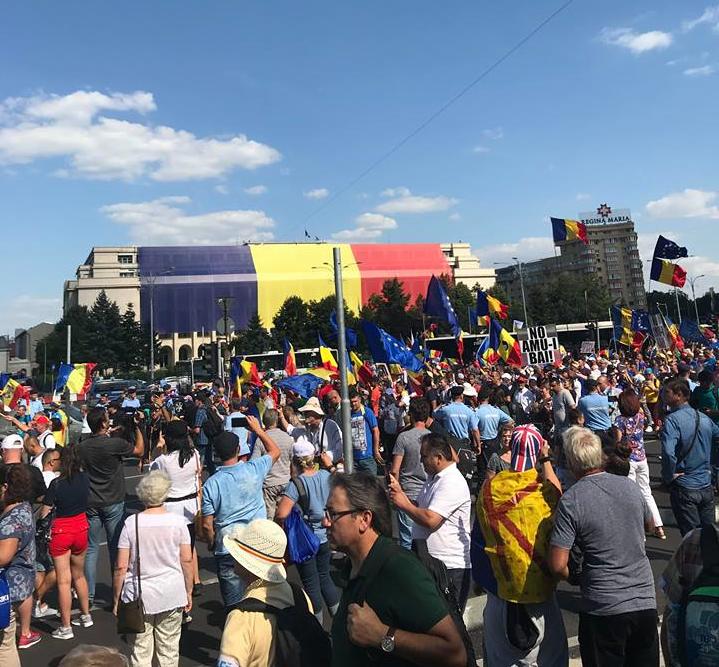 UPDATE Intervenție în forță a Jandarmeriei. Piața Victoriei, evacuată