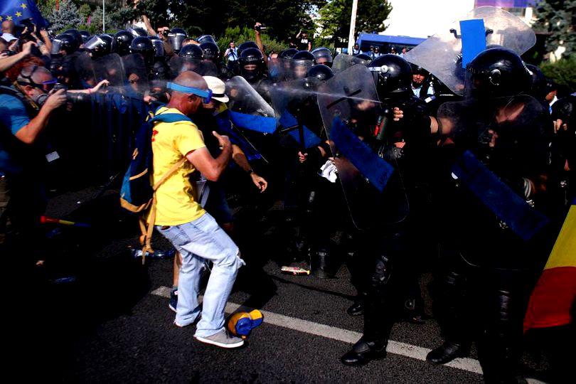Jandarmeria justifică represiunea protestului din 10 august cu imagini de pe Russia Today