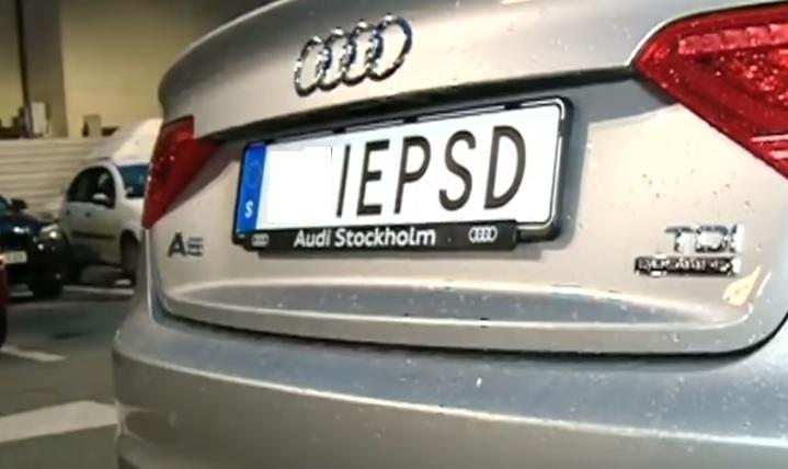 Scandalul plăcuțelorcu mesaj anti-PSD polarizează mediul online. O figură culturală se delimitează de acest protest