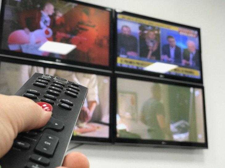 Românii, cu ochii pe televizoare în ziua alegerilor. Care au fost cele mai urmărite posturi de televiziune