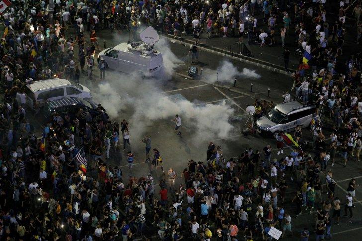 """Scenariul """"lovitură de stat dată de forțe străine"""", un pericol pentru democrație"""