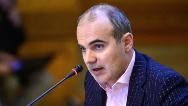 EXCLUSIV Dăncilă nu știe de glumă. Rareș Bogdan comentează războiul dintre premier și Times New Roman