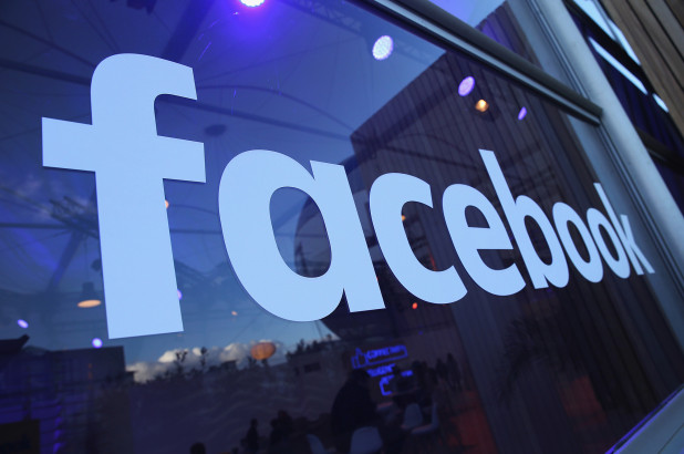 Continuă războiul dintre Facebook și BlackBerry. Compania lui Zuckerberg acuză furtul a șase brevete de invenție
