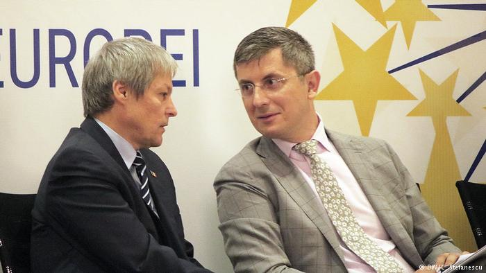 Întâlnirea lui Cioloș cu liderul USR incită spiritul conspiraționist EXCLUSIV