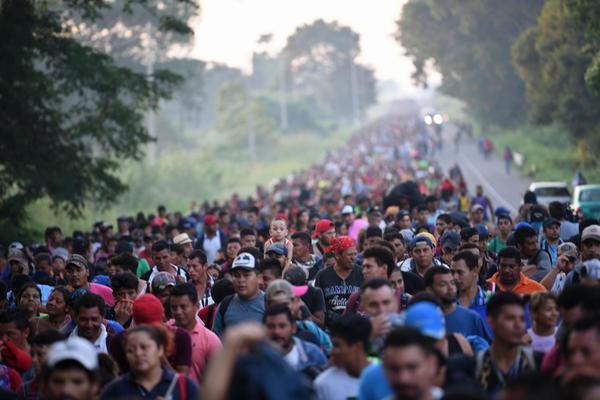 Caravana migranților – oamenii fug de crime și corupție, dar sunt încetiniți de dezinformare EXCLUSIV