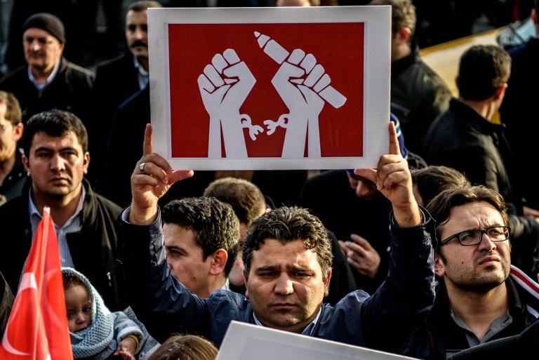 Numărul ridicat de jurnaliști și academicieni reținuți în Turcia, motiv de îngrijorare pentru UE
