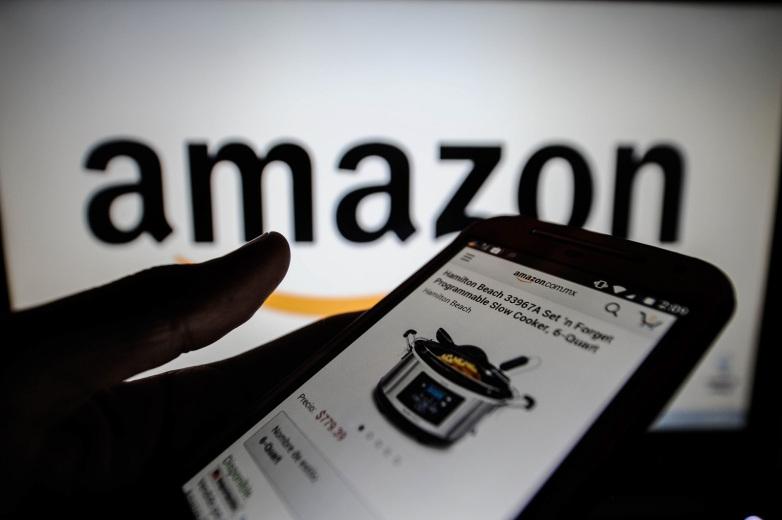 """Amazon și-ar """"investiga"""" clienții prin intermediul Facebook, fără știința acestora"""