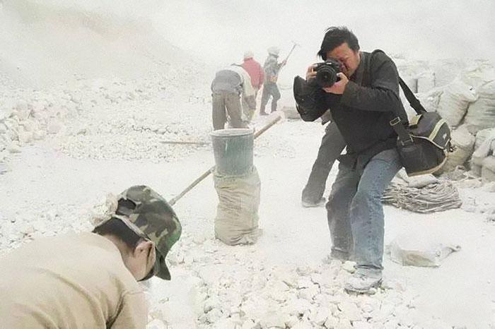 A dispărut fotograful care a surprins prin obiectivul său partea întunecată a Chinei