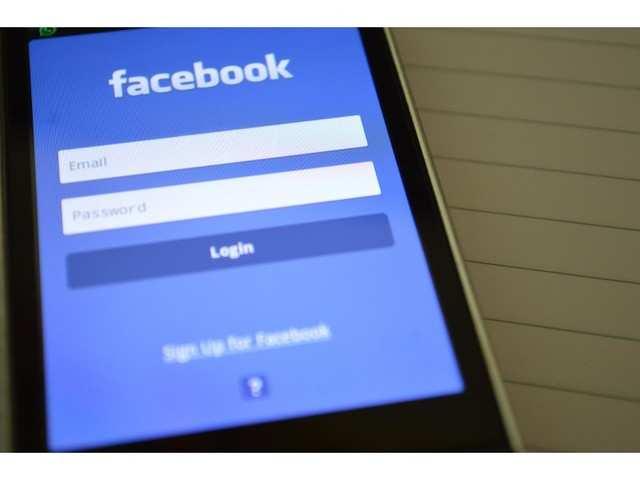"""Facebook """"a omis"""" să cripteze parolele a sute de milioane de utilizatori"""