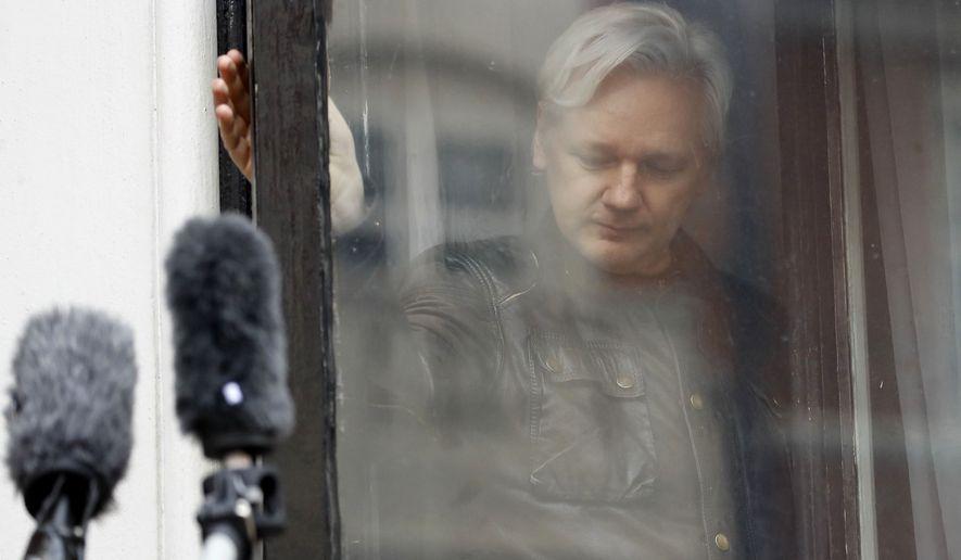 Fondatorul WikiLeaks, scos afară din Ambasada Ecuadorului și apoi arestat