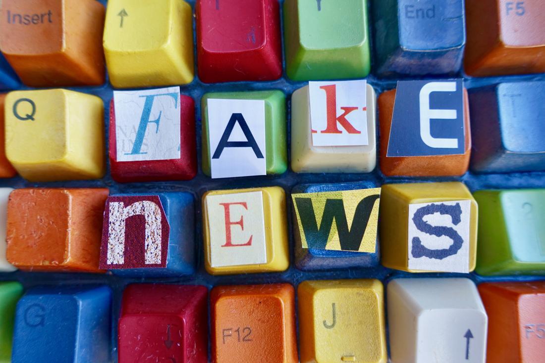 Și totuși, de ce pică oamenii în capcana fake news?