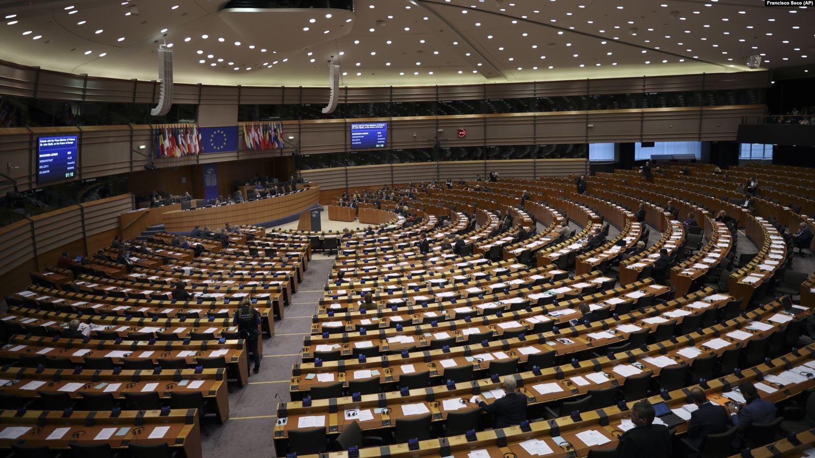 PE trage un semnal de alarmă privind posibila imixtiune a unor forțe străine în alegerile următoare. Ce soluții au găsit europarlamentarii