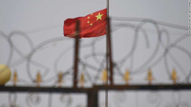 În ciuda presiunilor, China refuză să renunțe la lagărele de reeducare din Xinjiang