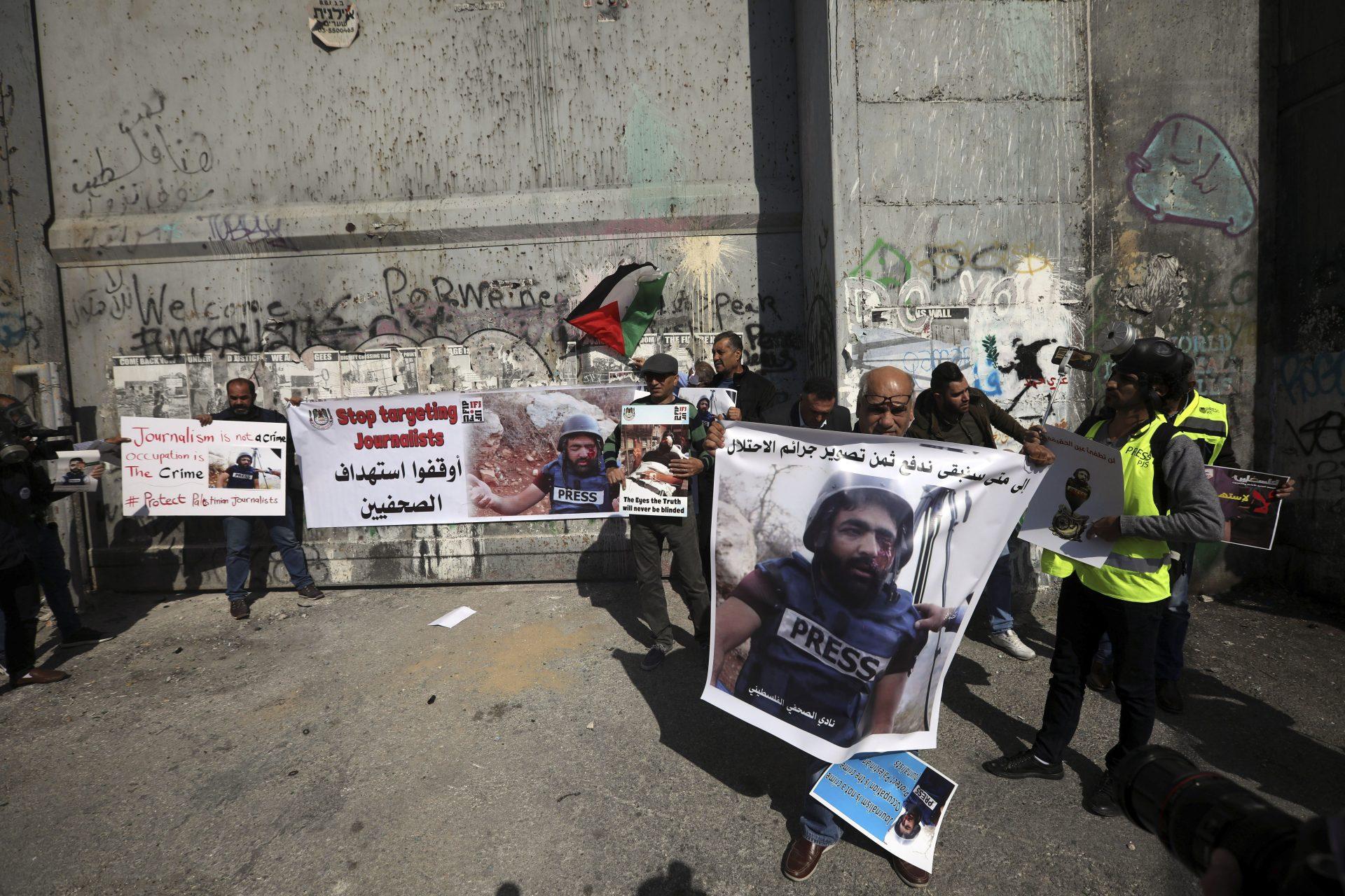 Un jurnalist palestinian a fost rănit grav în cadrul unor proteste, de către forțele israeliene