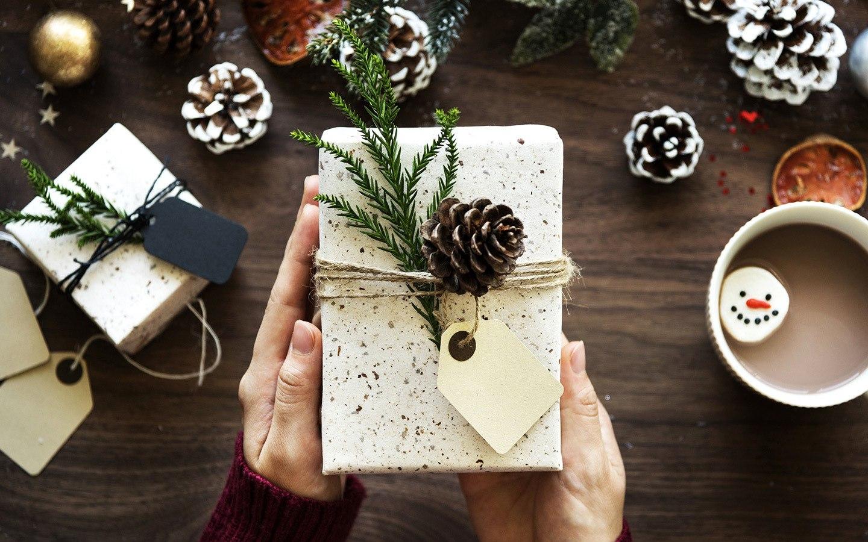 Milenialii ce petrec mult timp pe internet sunt mai darnici de Crăciun