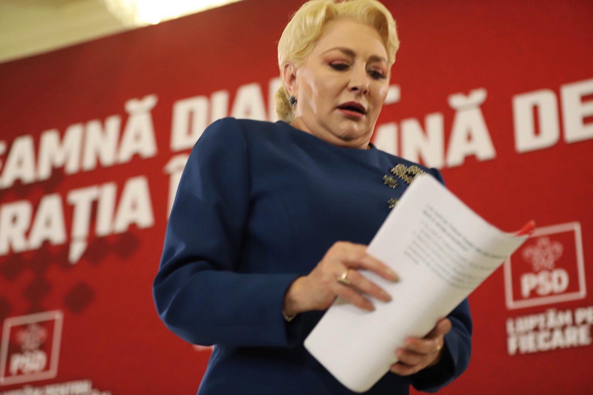 """Aria cercului lui Dăncilă i-a furat """"lumina reflectoarelor"""" lui Iohannis. Cum s-a văzut în online conferința ad hoc a fostului premier"""
