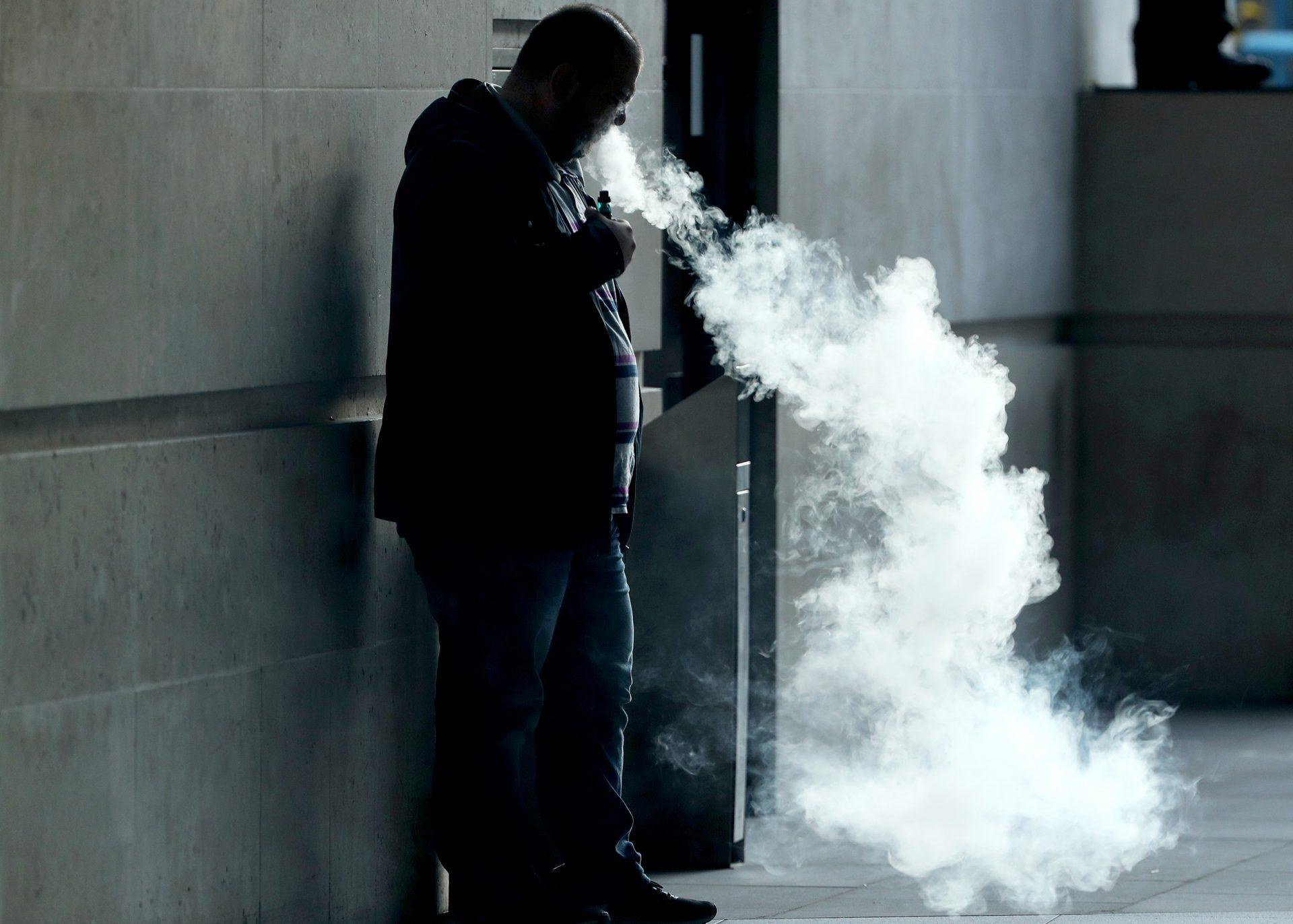 Influencerii nu vor mai avea voie să promoveze tutun, țigări electronice și arme de foc pe Instagram
