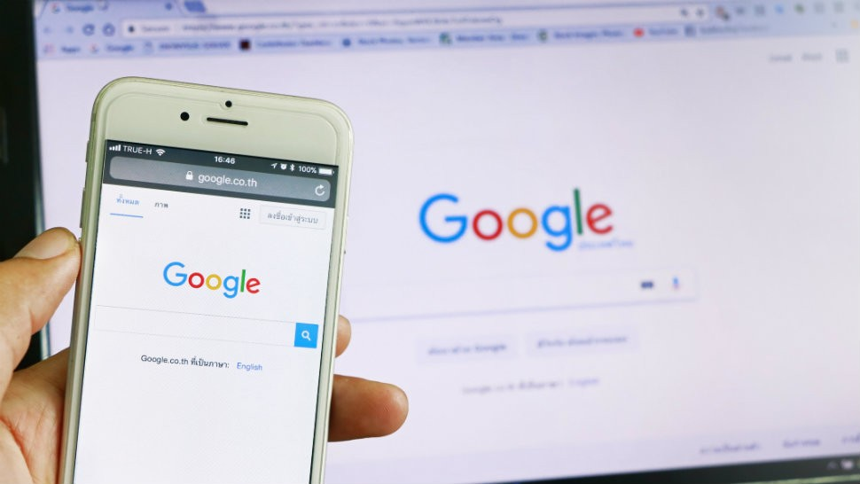 Românii au căutat pe Google versurile Prohodului, oferte de eMag sau cum se calculează aria cercului