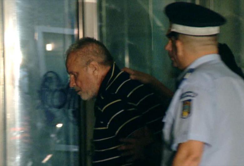 Fiul inculpatului din cazul Caracal a agresat jurnaliștii unor posturi TV