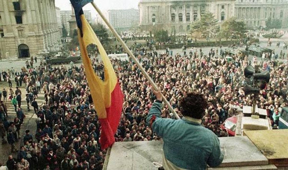 """""""Ați mințit poporul cu televizorul"""". Cum a influențat manipularea Revoluția din decembrie 1989"""