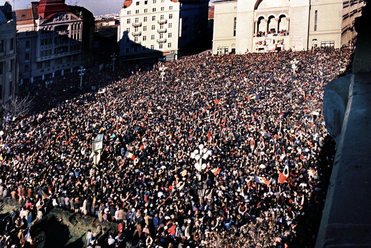 Cum se văd în societate evenimentele din decembrie 1989, la 30 de ani de la căderea regimului