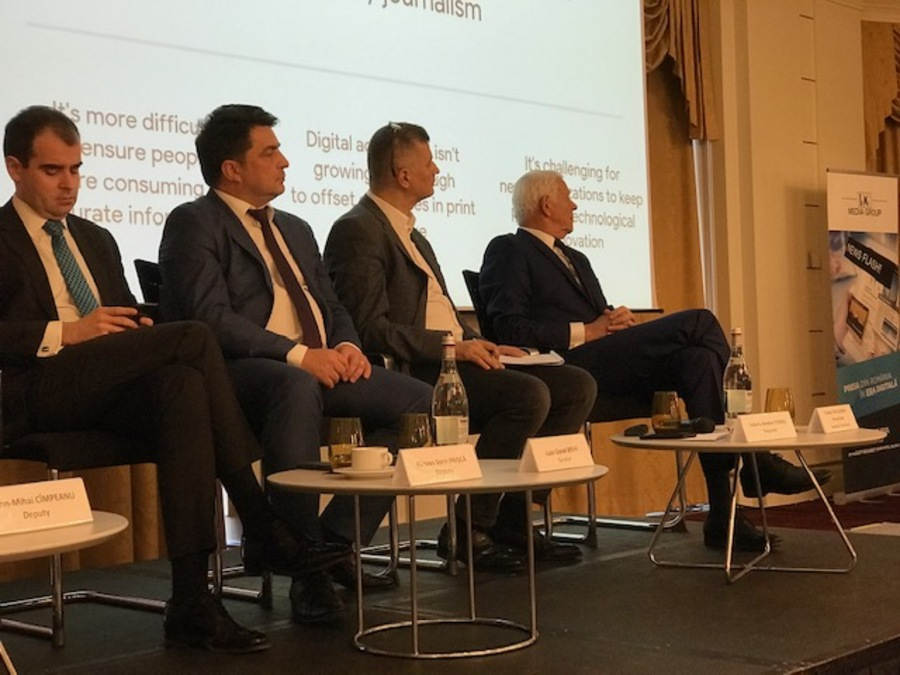 Cum au ajuns reprezentanții Google pe aceeași scenă cu politicieni români, la o conferință despre presă