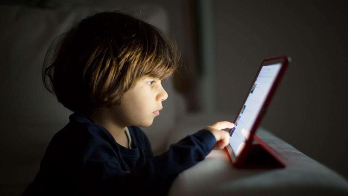 Editiadedimineata.ro: Tehnologia, tot mai accesibilă copiilor. Un pas spre evoluție sau o robotizare totală?