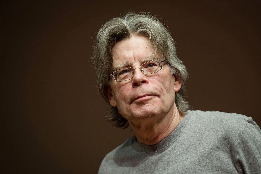 """Stephen King a renunțat la Facebook, îngrijorat de """"multitudinea de informații false"""""""