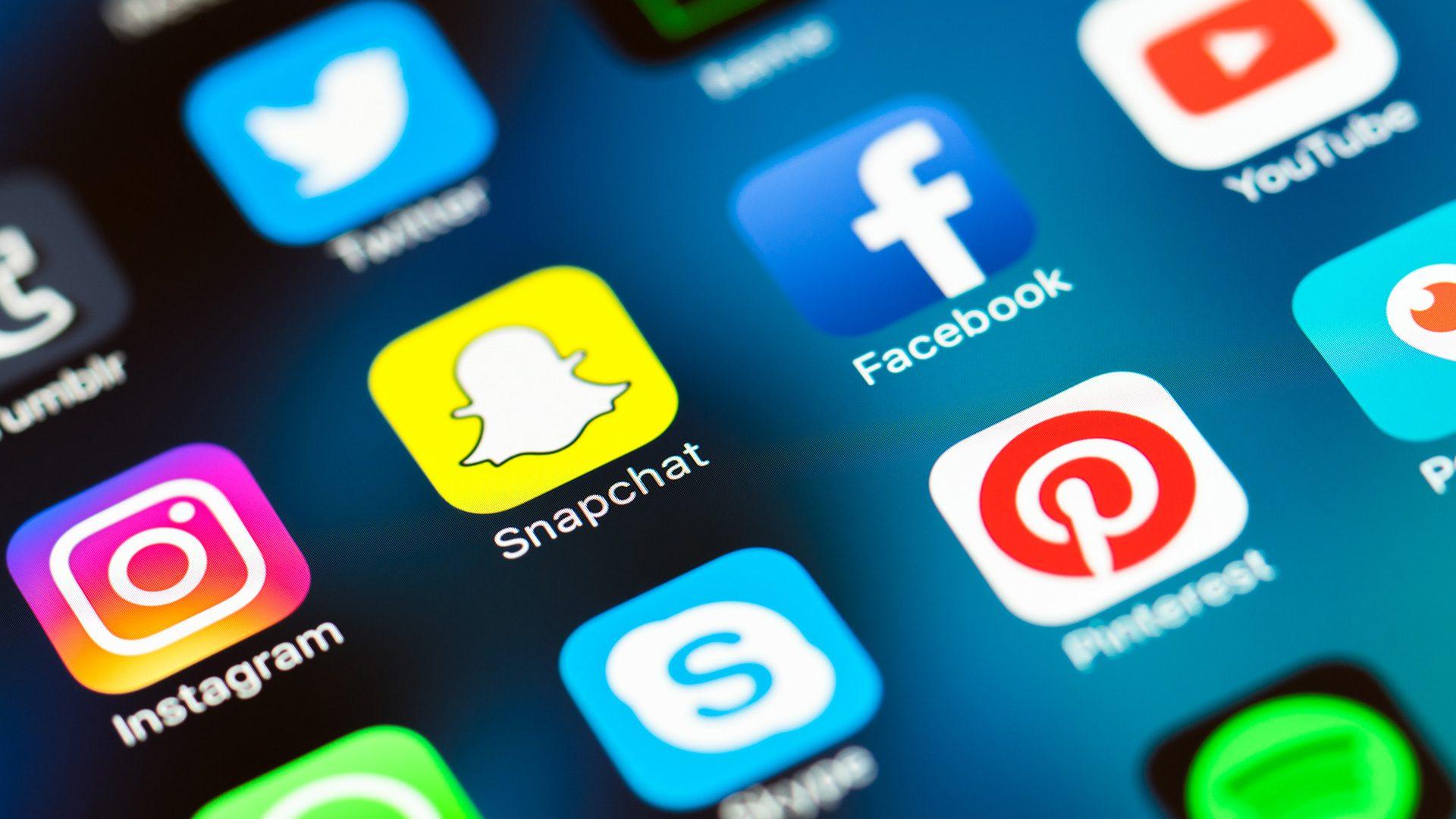 Algoritmii de pe social media ar trebui reglementați, susține organul consultativ al Angliei în domeniul AI