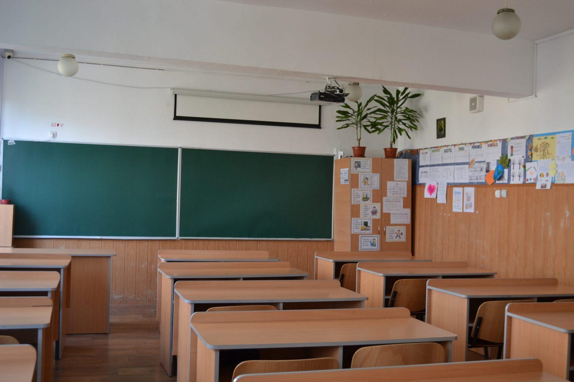 Școala în vremea coronavirusului: TVR va difuza materiale educative pentru elevi