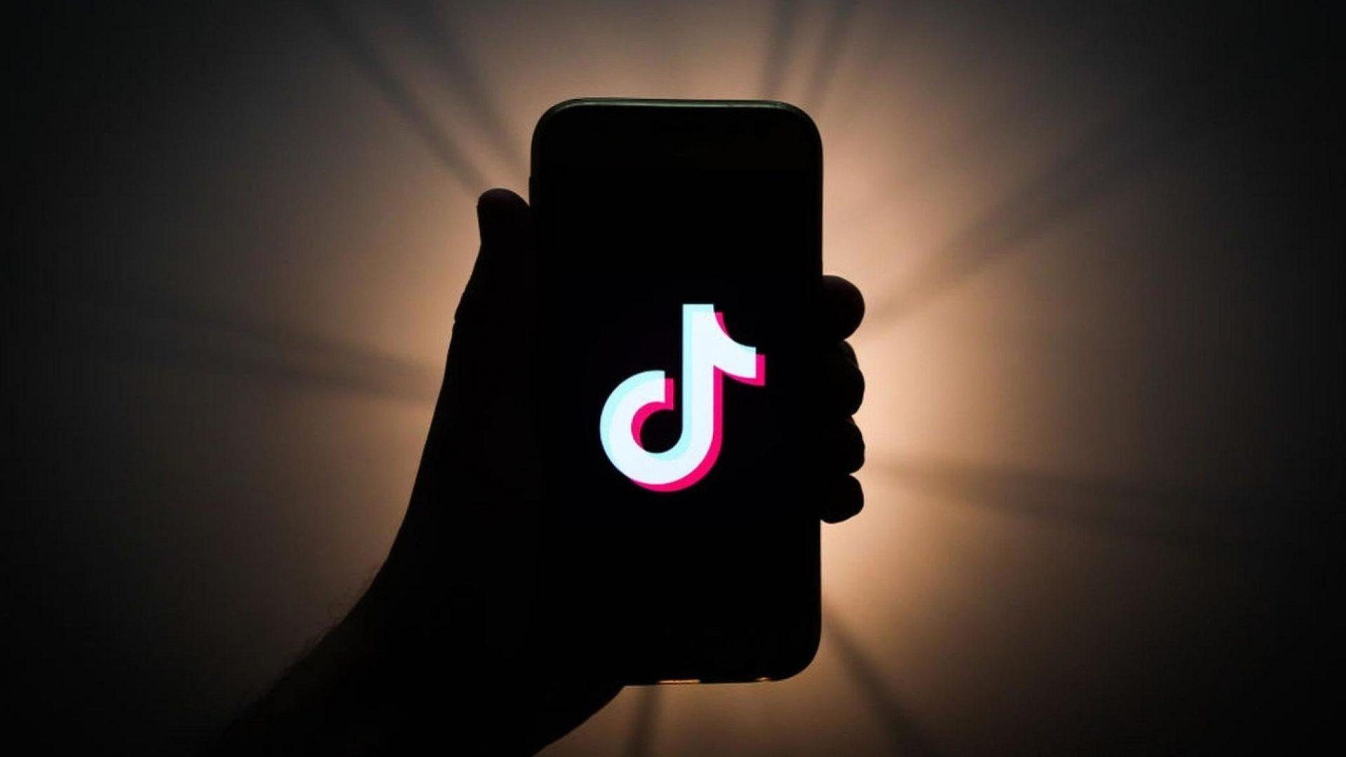 Ar putea fi TikTok o modalitate prin care presa să se conecteze cu audiența tânără?