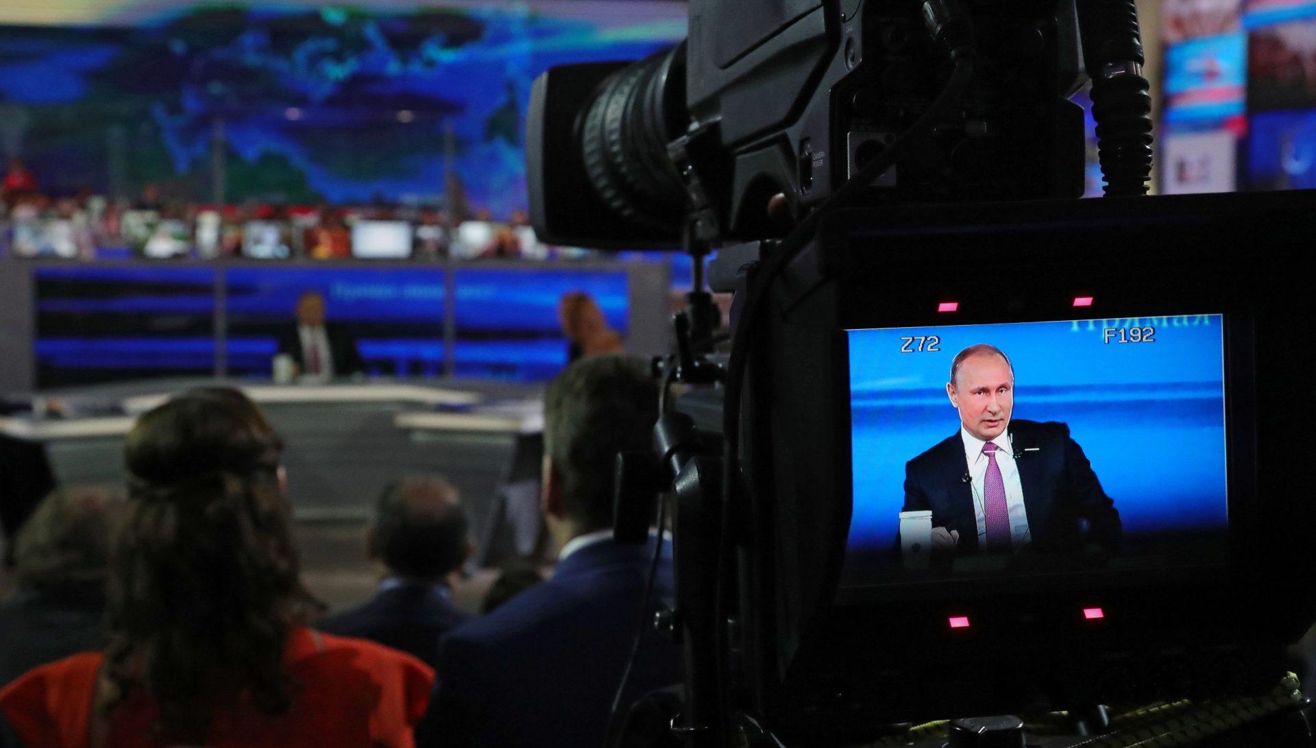 Rusia joacă pe bunul samaritean cu SUA, în timp ce face propagandă anti-americană