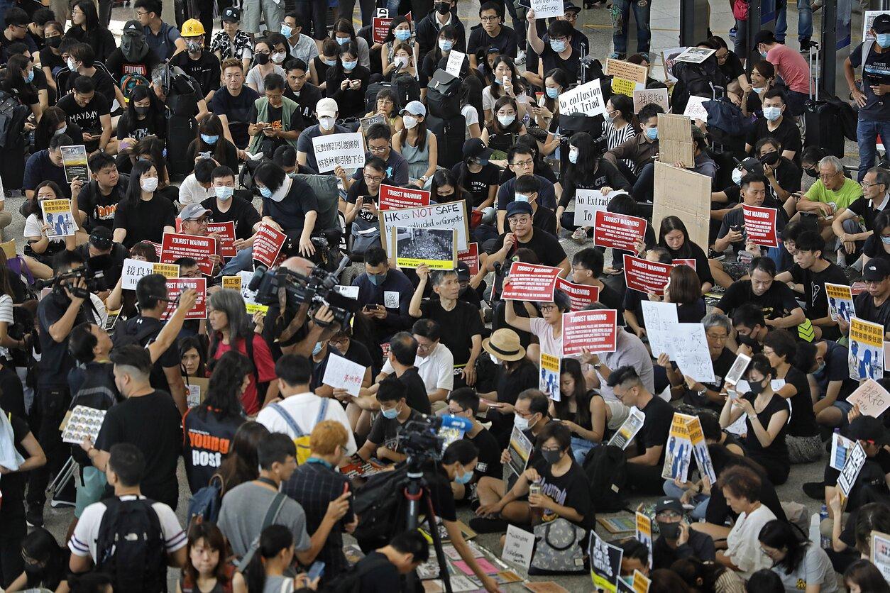 SUA, avertisment pentru China: Hong Kong nu va mai fi considerată regiune autonomă