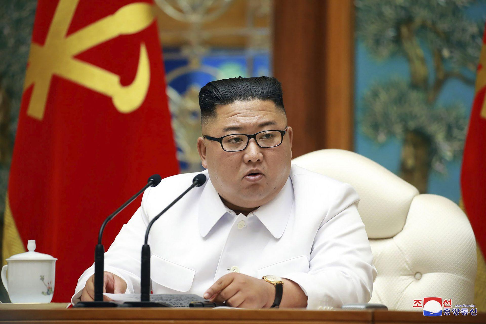 """Kim Jong-un a găsit """"soluția"""" pentru pace: armele nuclare. Coreea de Nord susține că nu va mai fi implicată în războaie"""