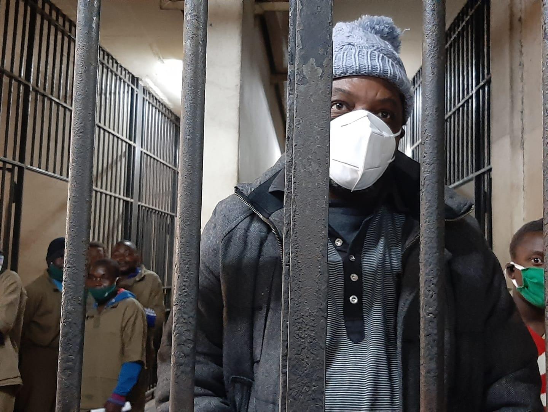 """Un jurnalist din Zimbabwe, arestat pentru """"incitare la ură"""" la scurt timp după ce a publicat o investigație"""