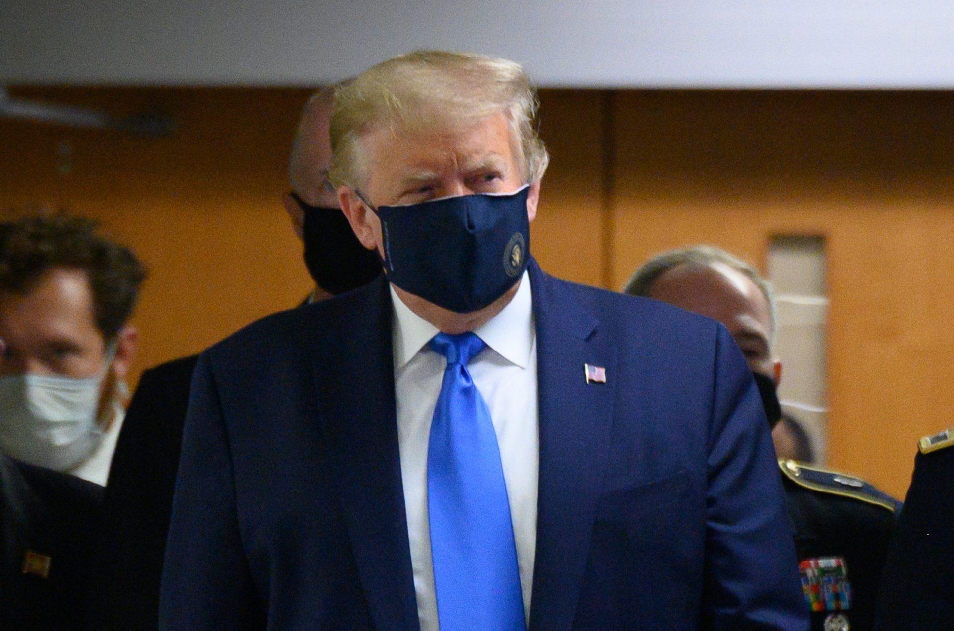 Conturile de social media ale lui Trump, penalizate din cauza afirmațiilor false privind virusul SARS-COV-2