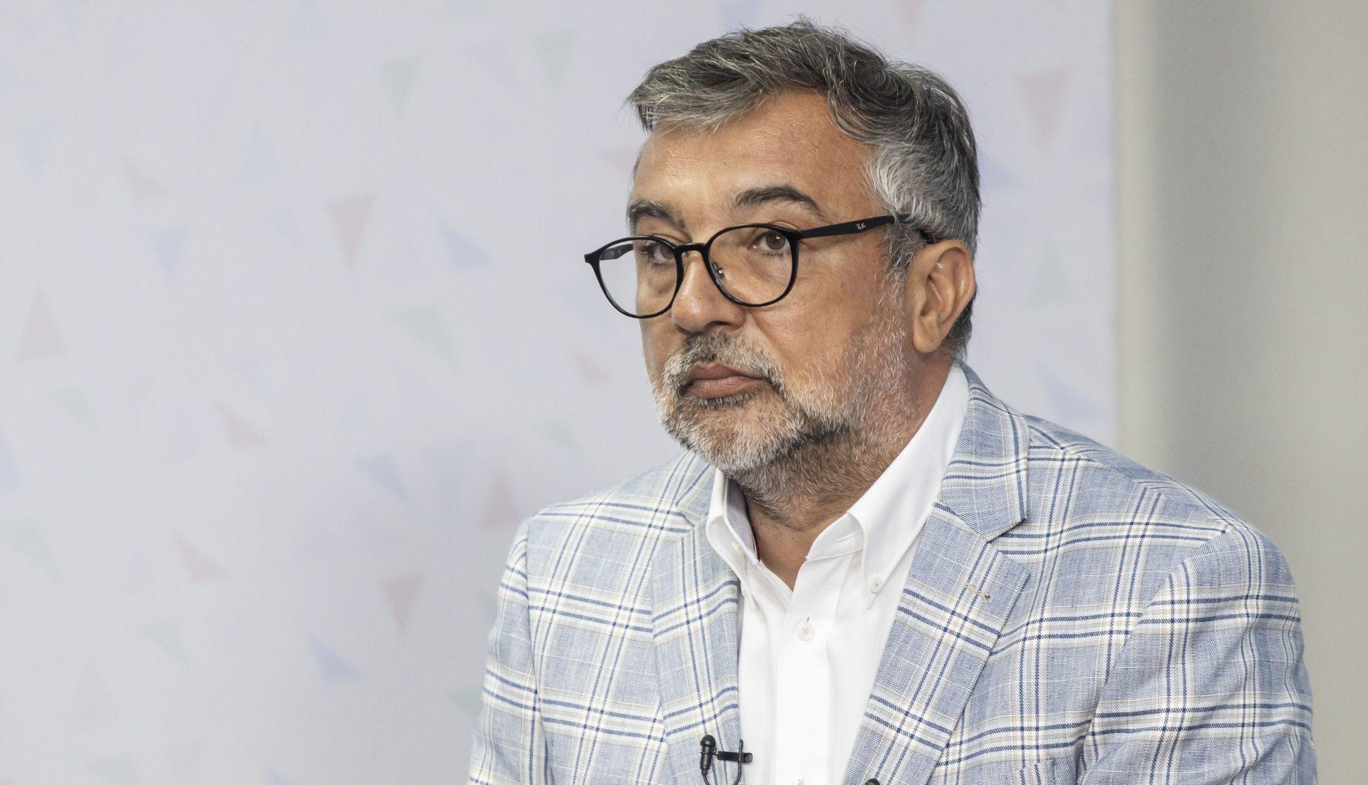 """Derapaj al purtătorului de cuvânt al PSD, la adresa jurnaliștilor: """"O să mai primească o p***"""". Romașcanu a fost suspendat din funcție"""
