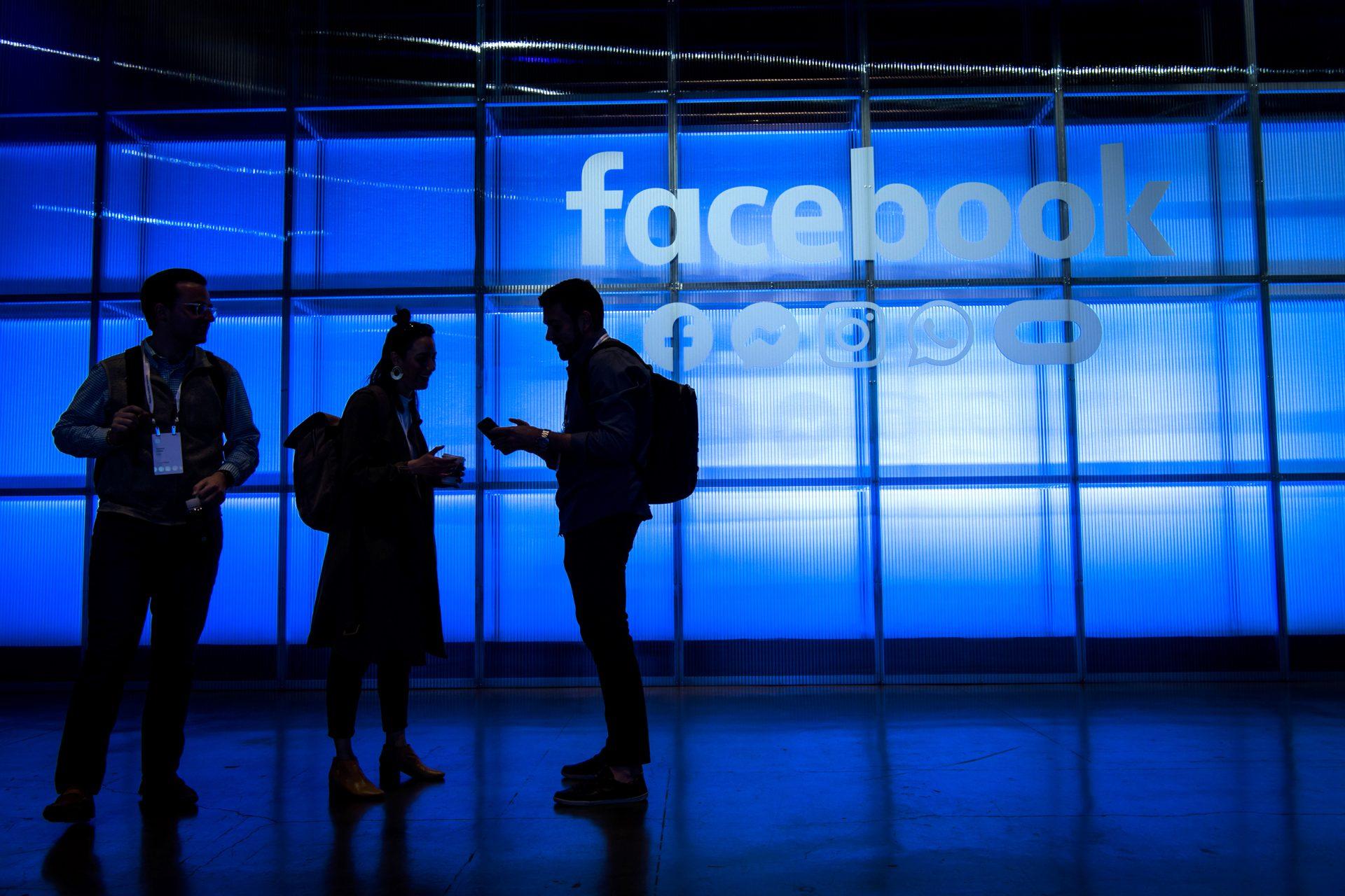 """Instrumentul folosit în premieră de Facebook împotriva dezinformării: """"întrerupătorul"""""""