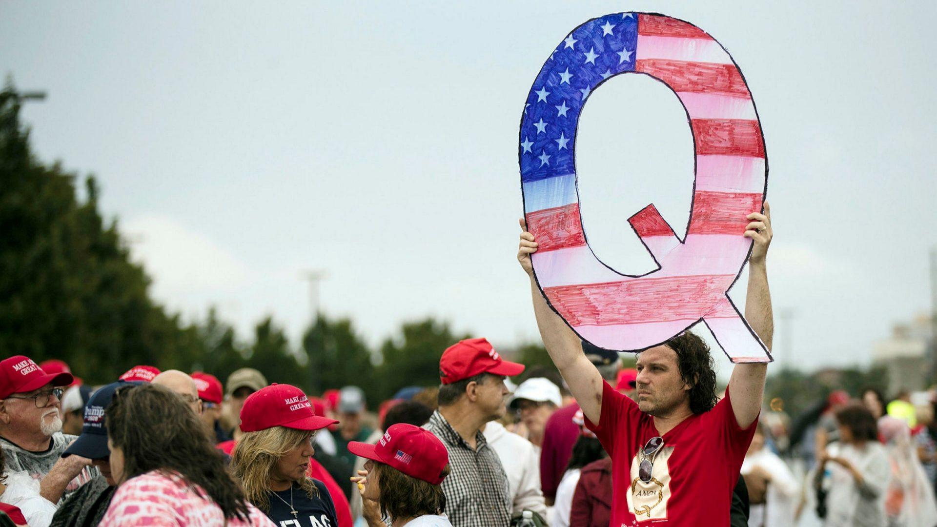 Walmart și Amazon au susținut financiar campania unui legiuitor care promovează teorii QAnon