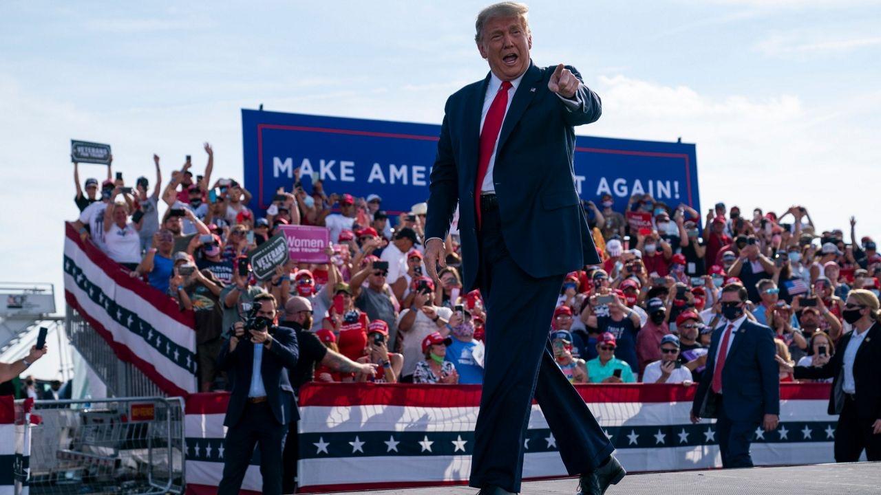 O poză cu un festival de muzică, prezentată pe social media ca fiind de la un miting pro-Trump