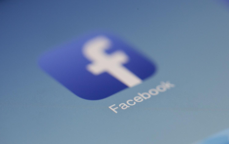 """Se apropie alegerile în SUA! Facebook a mai făcut o campanie de """"curățenie"""" în conturi, pagini și grupuri"""