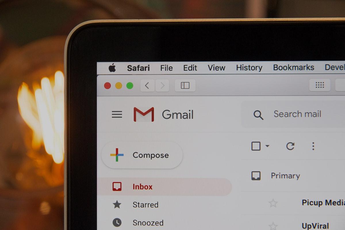 Folosești Gmail? Iată 10 funcții de care poate nu știai