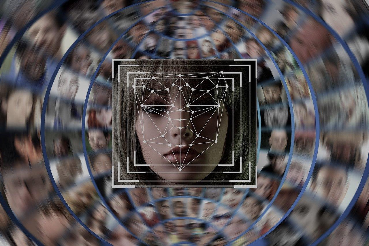 Cartea de identitate electronică mai are de așteptat în România. În schimb, putem deja plăti cu fața noastră!