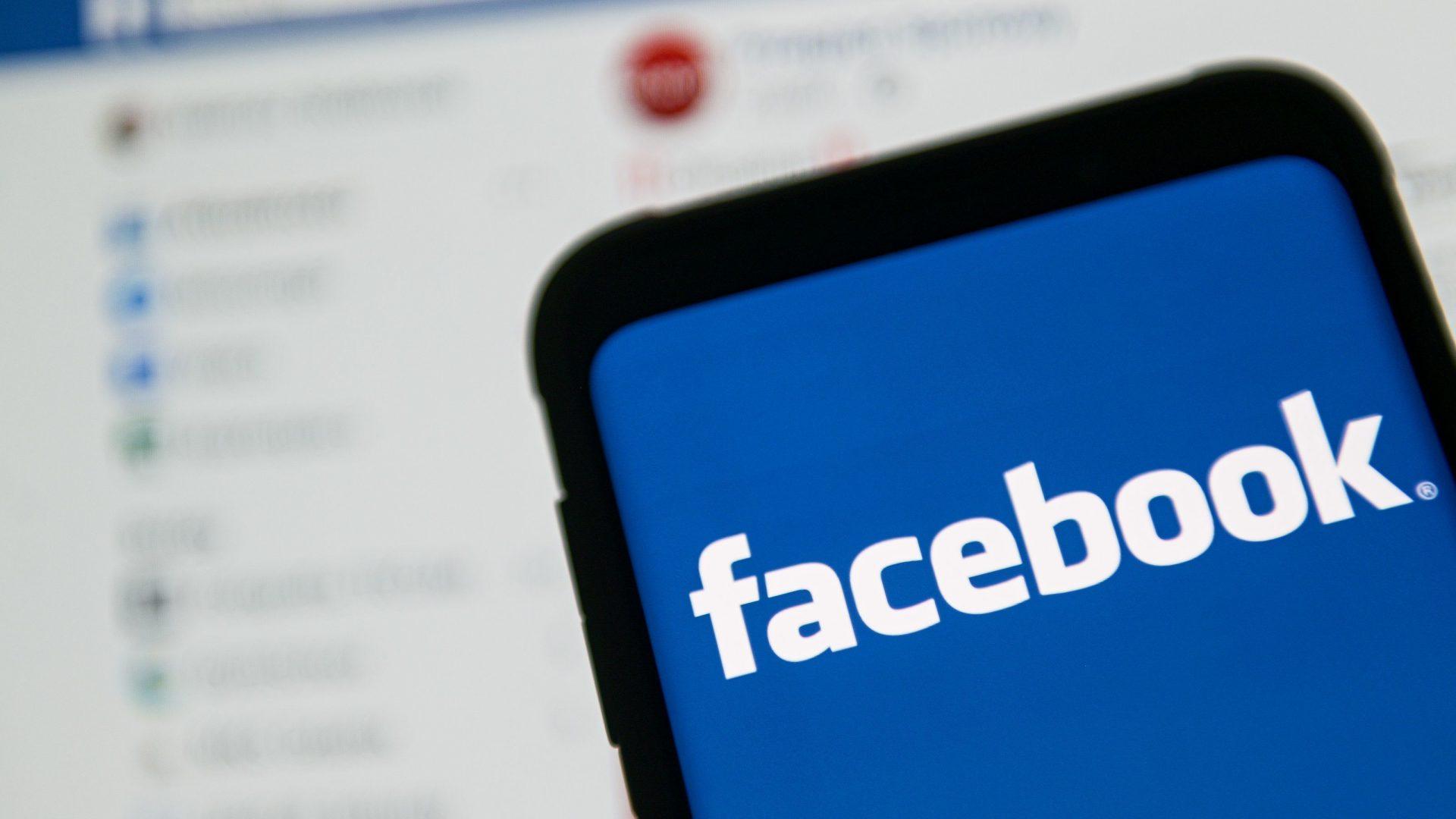 Etichetele pe care Facebook le-a aplicat postărilor false ale lui Trump nu au reușit să le încetinească răspândirea